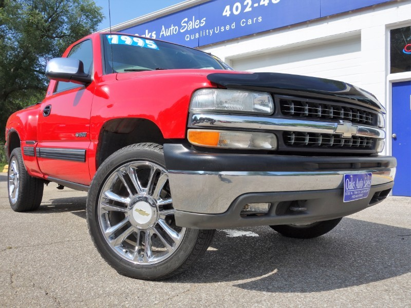2000 Chevrolet Silverado 1500 LS - SHARP! Truck Lincoln NE