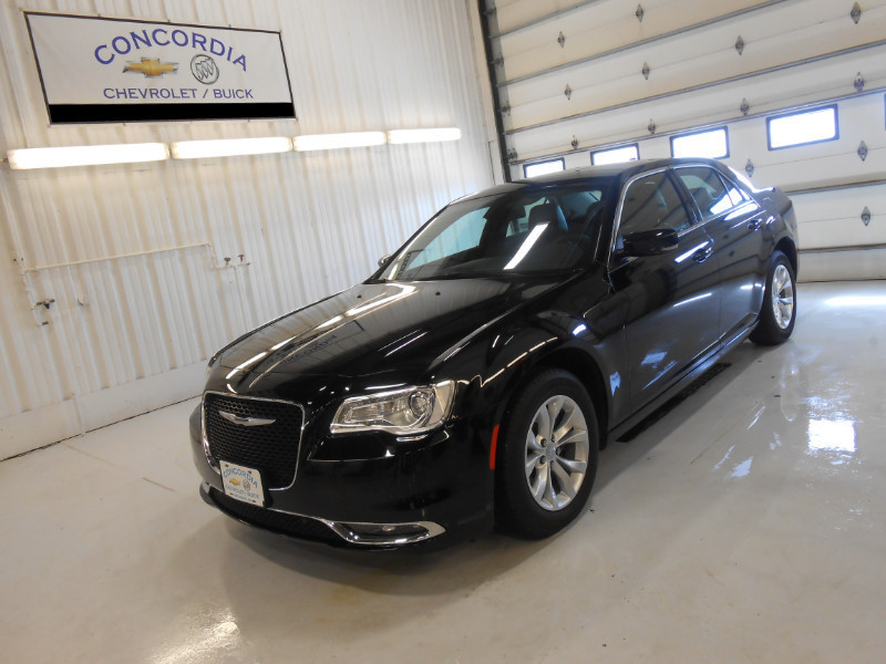 Used 2015 Chrysler 300 Limited