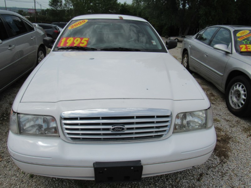 Used 2005 Ford CROWN VICTORIA LX
